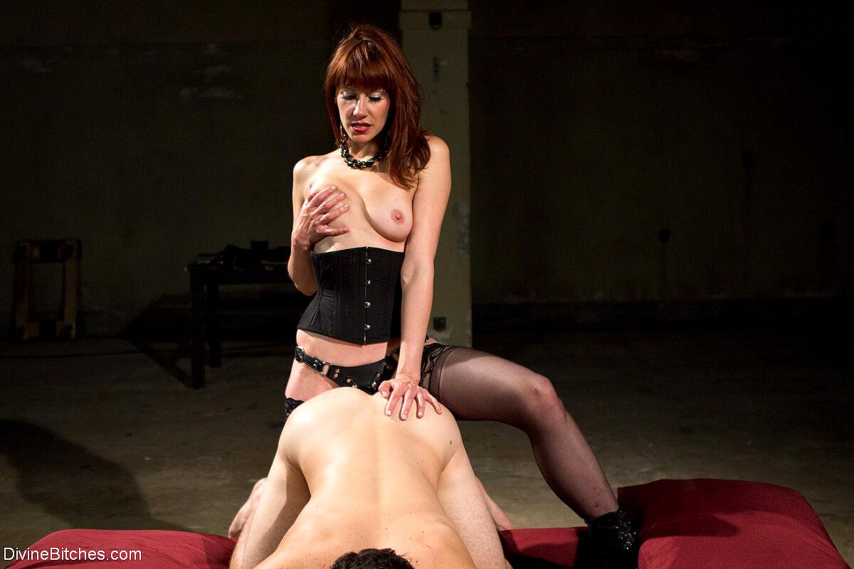 Divine Bitches Bobbi Starr Chris Tyler Dragonlily Maitresse Madeline Marlowe Sexveidos Strapon Clothed Sex HQ Pics