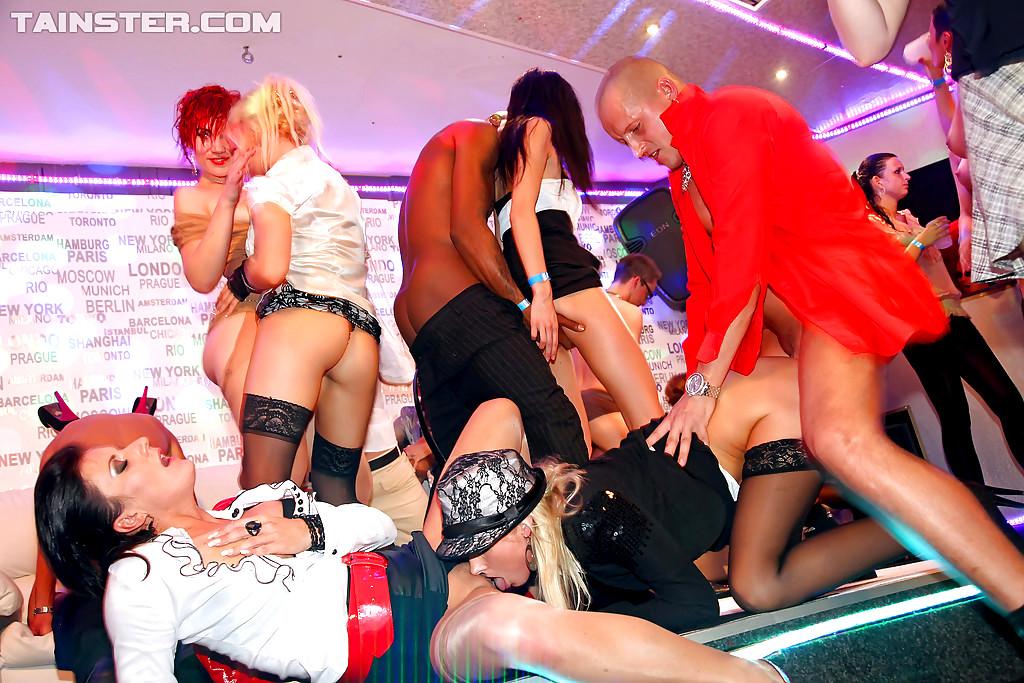 вторых, порно видео в клубе в колготках руки профессионалов начинают