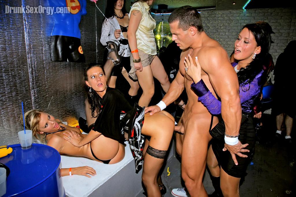 Ночные клубы москвы фото порно, порно девушка писающая фото