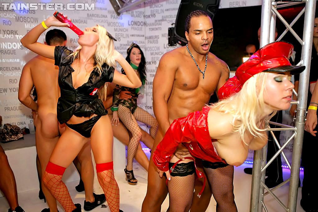 Порно вечеринки в леопардовом костюме, порно большие жопы подборки