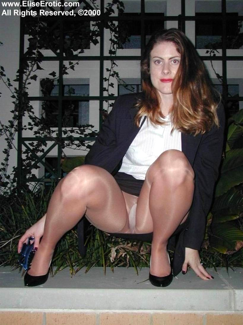 elise erotic leg photos