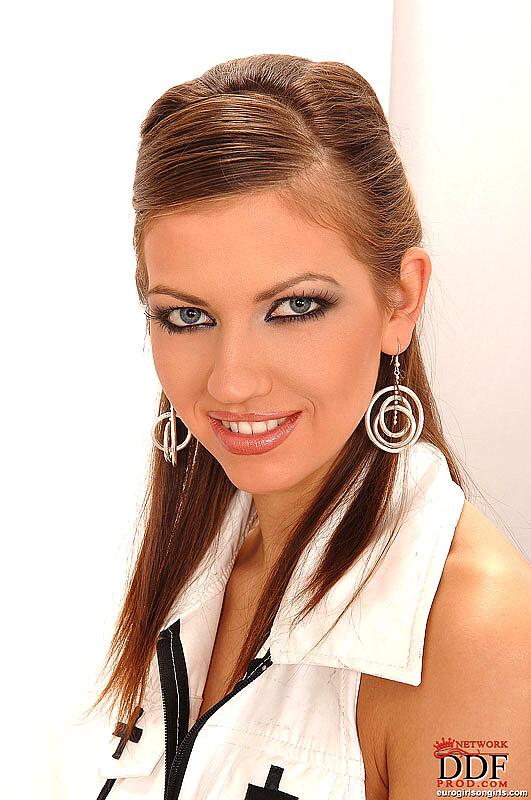 Babe Today Euro Girls On Girls Eufrat Sabrina Virtuagirlhd