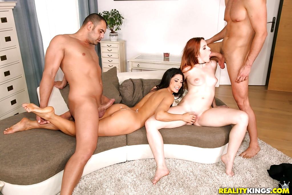 Free amateur foursome porn pics