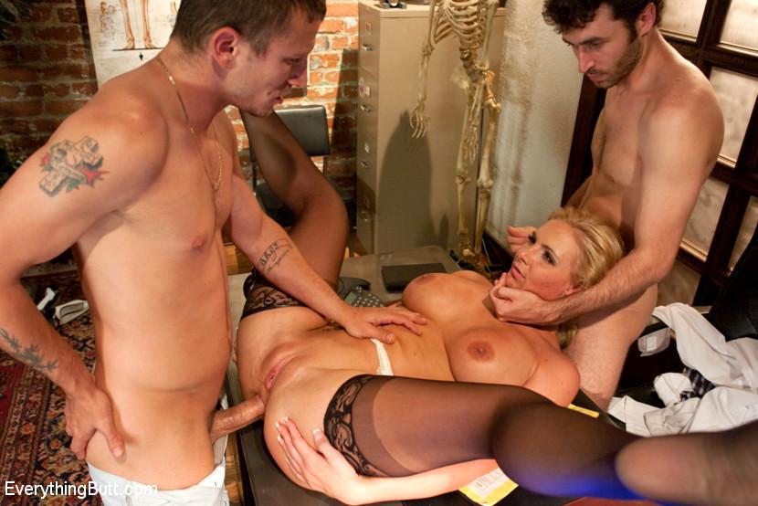 Зрелую блондинку испанскую ебет парень порно, моя русская жена согласилась на секс с другом видео