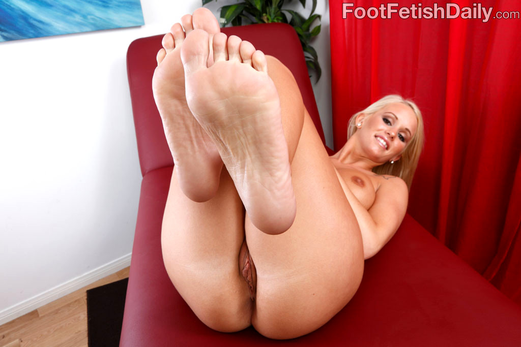 Babe Today Foot Fetish Daily Emily Austin Classic Hard -3997