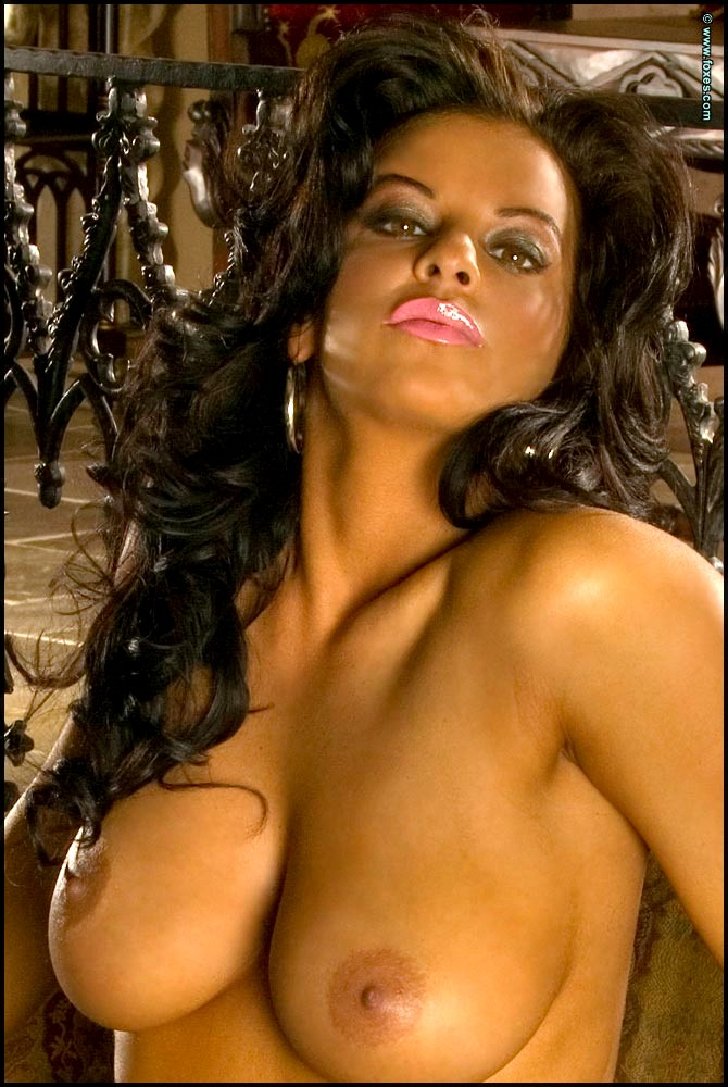 Busty Nancy Erminia Sexy Pictures 1