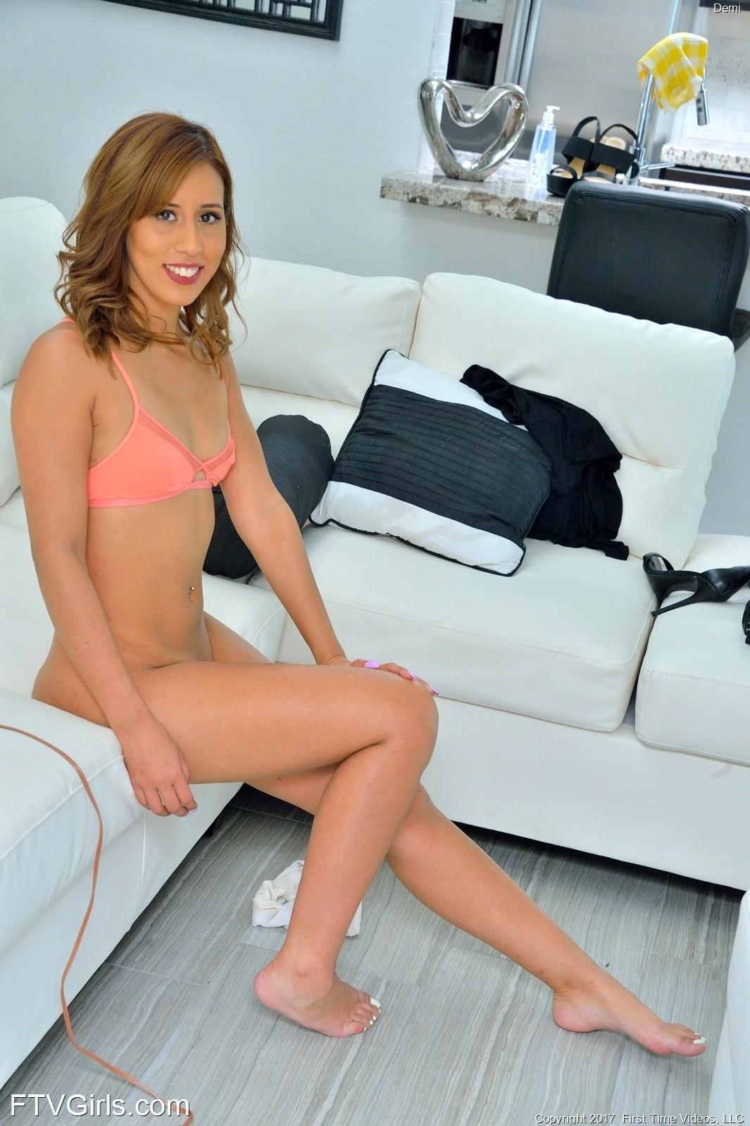 Demi Lopez (42 фото)