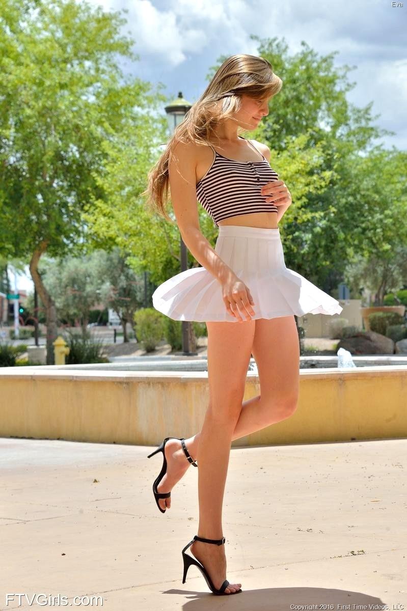 teen girls naked in miniskirts