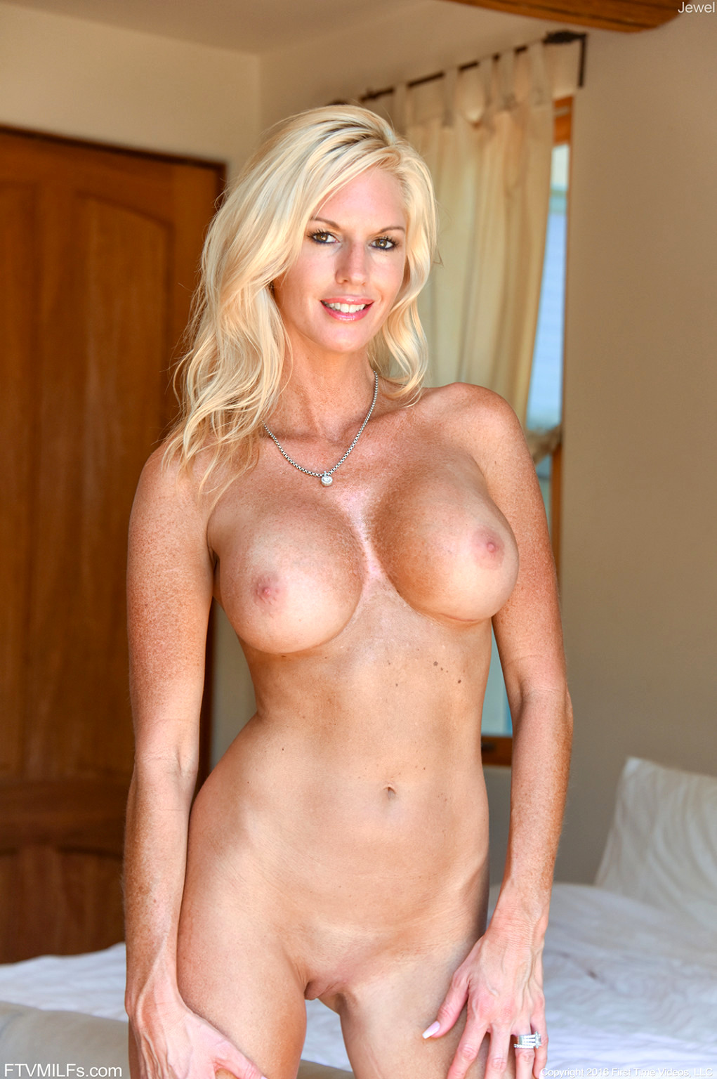Blonde Milf Gallery