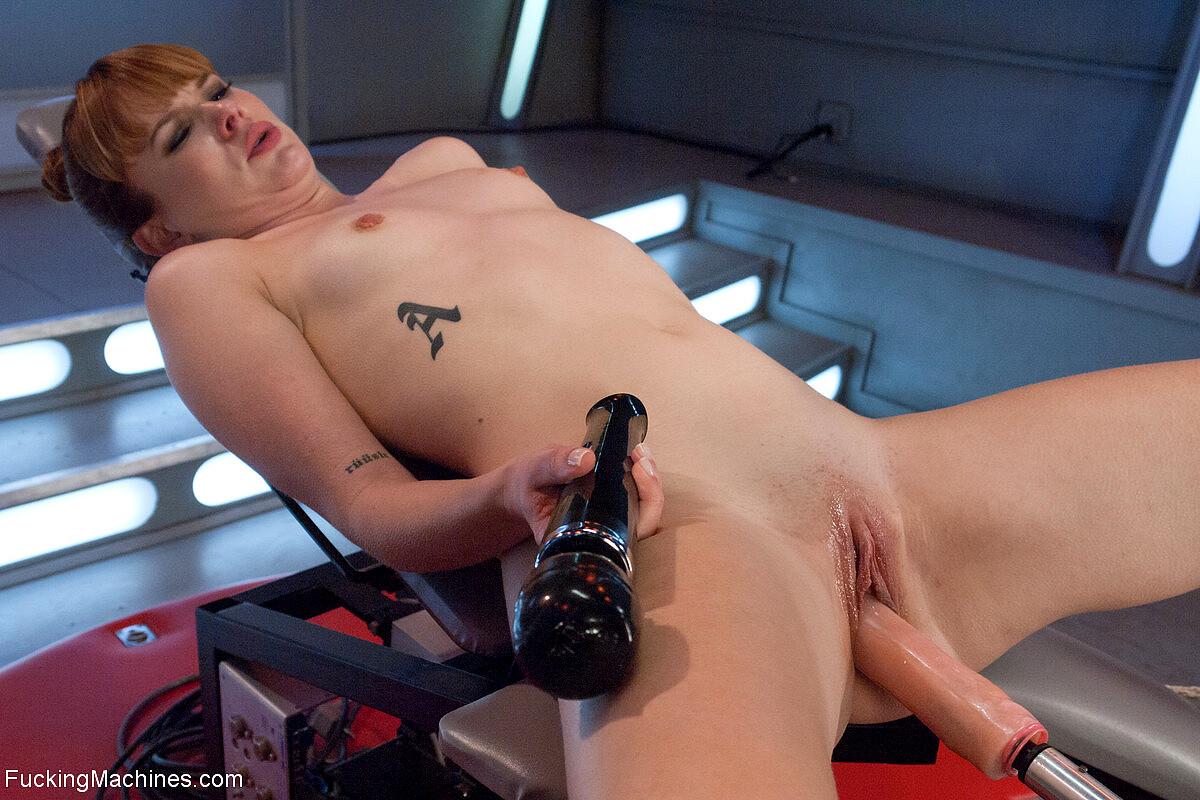 Having Fun With Dildo And Sex Machine By Lamiatipa