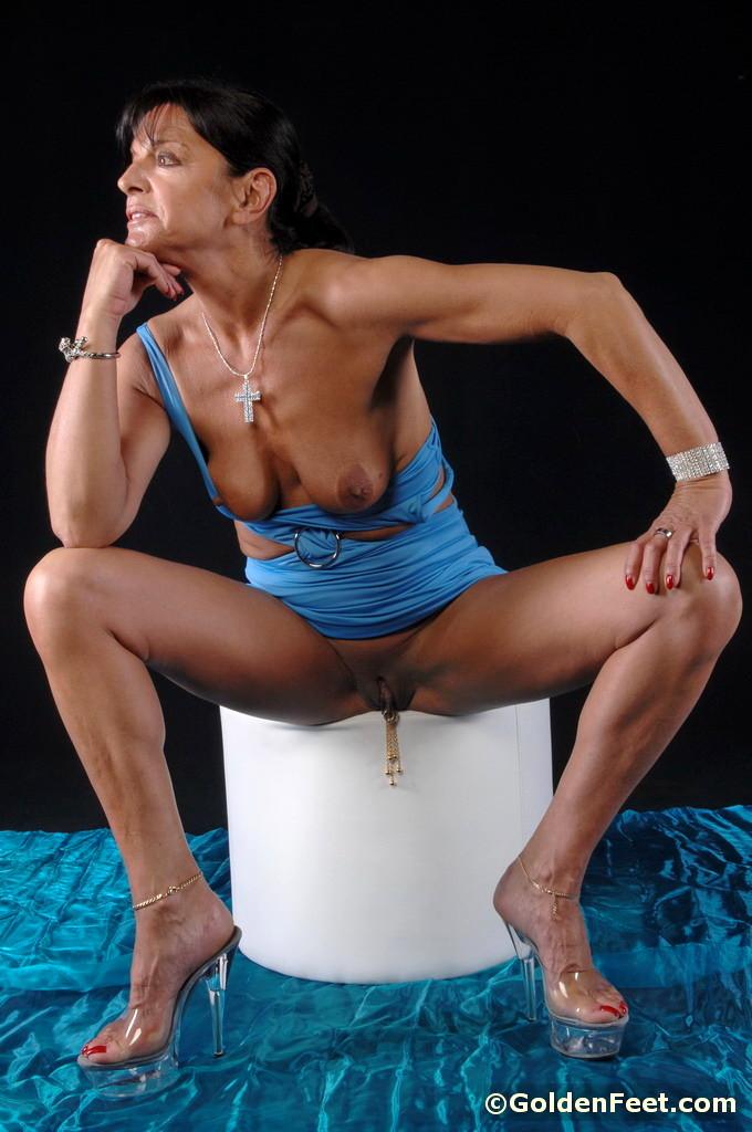 Babe Today Golden Feet Lady Sarah Decent Nipples Pornmodel -6358