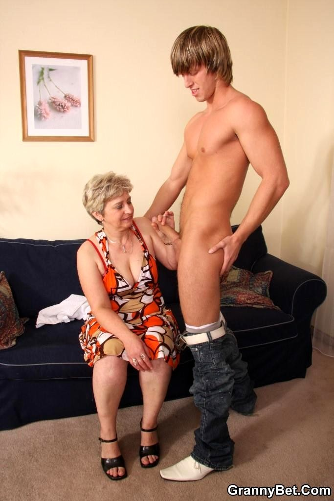 young-guys-with-mature-gordeous-girl-fuck-scene