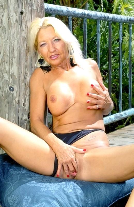 Granny does porn