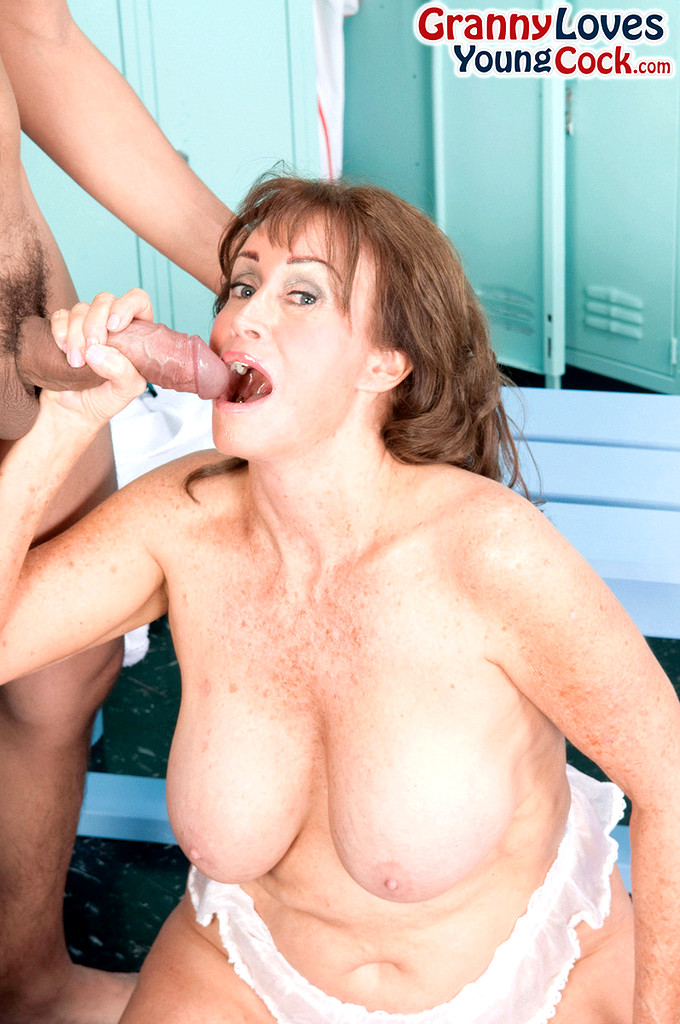 Mommy loves cock pics