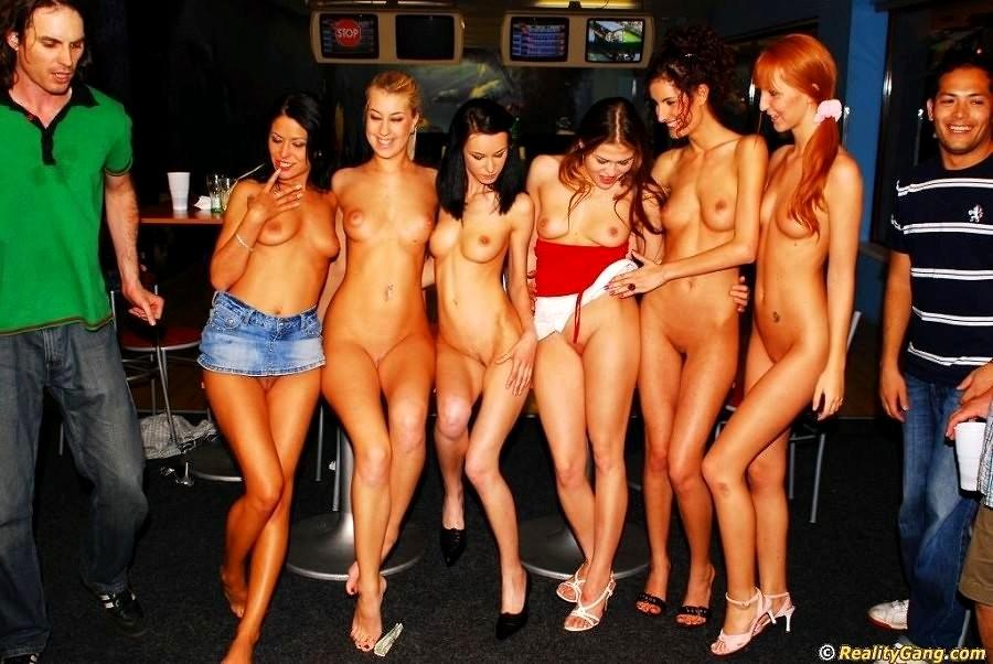 Видео женщин на вечеринке ню — photo 2