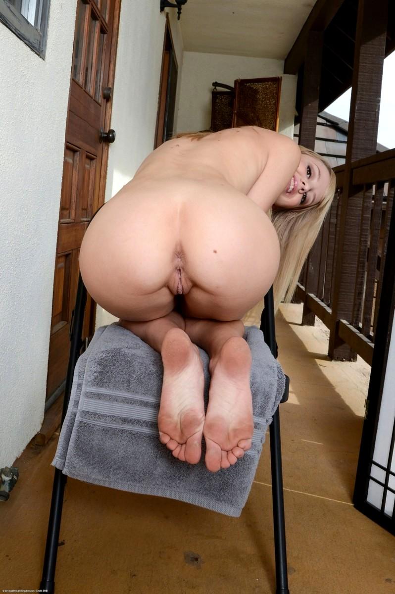 Amy jackson blond
