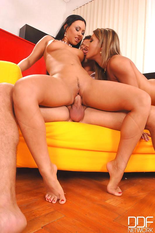Babe Today Hot Legs And Feet Carmen Valentina Velasques -2104