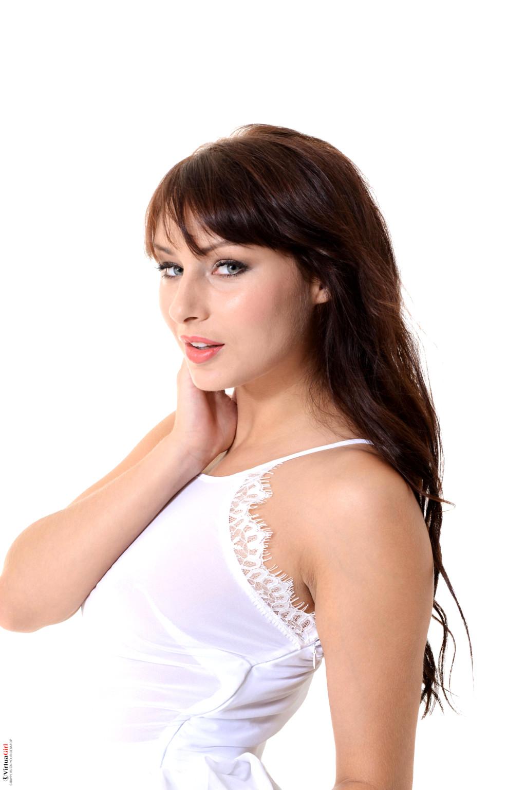 Babe Today Istripper Noemi Moon Yarina A Portable Solo