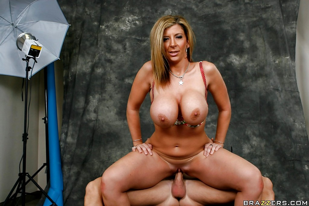 popa-video-porno-zvezda-sara-dzhey-biografiya