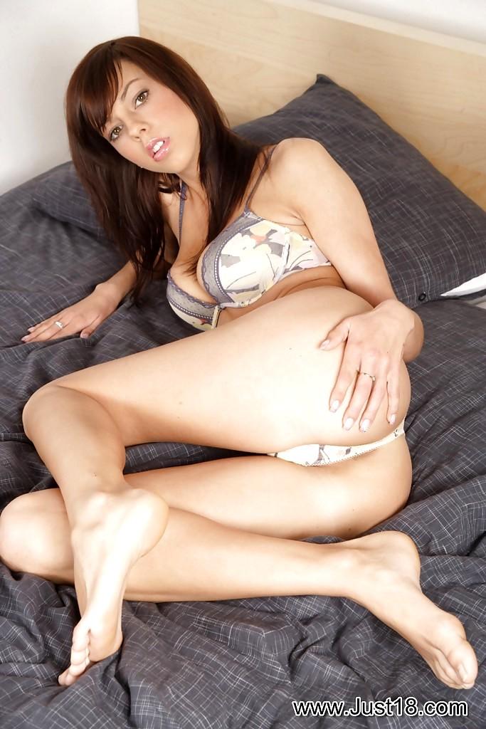 Mellie Swan Porn