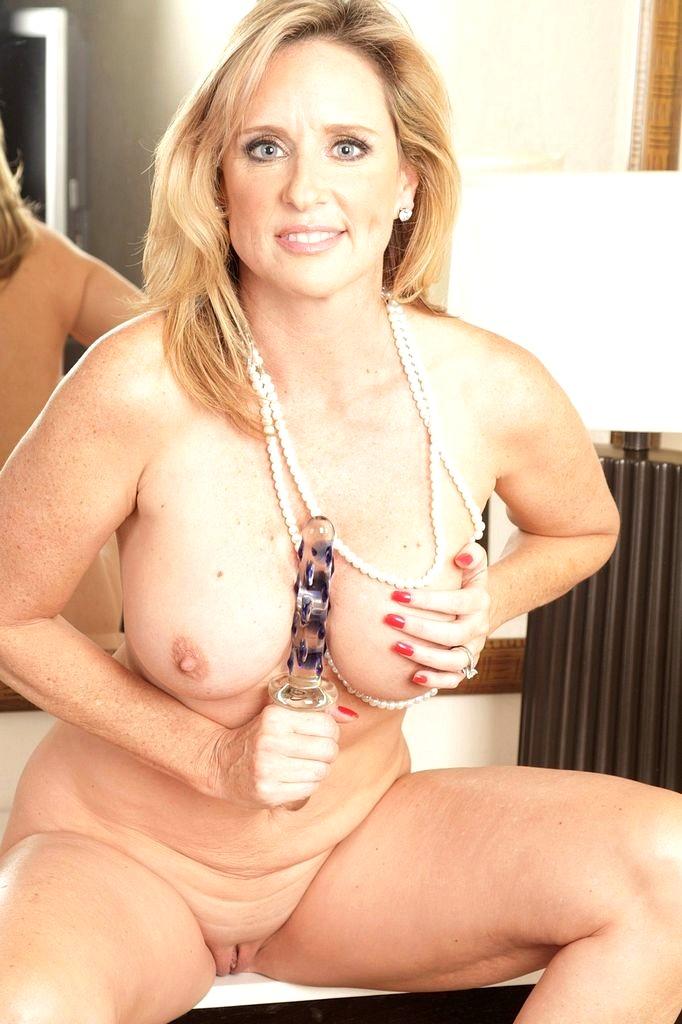 anna-gunn-nude-pics-jasmine-byrne-nude