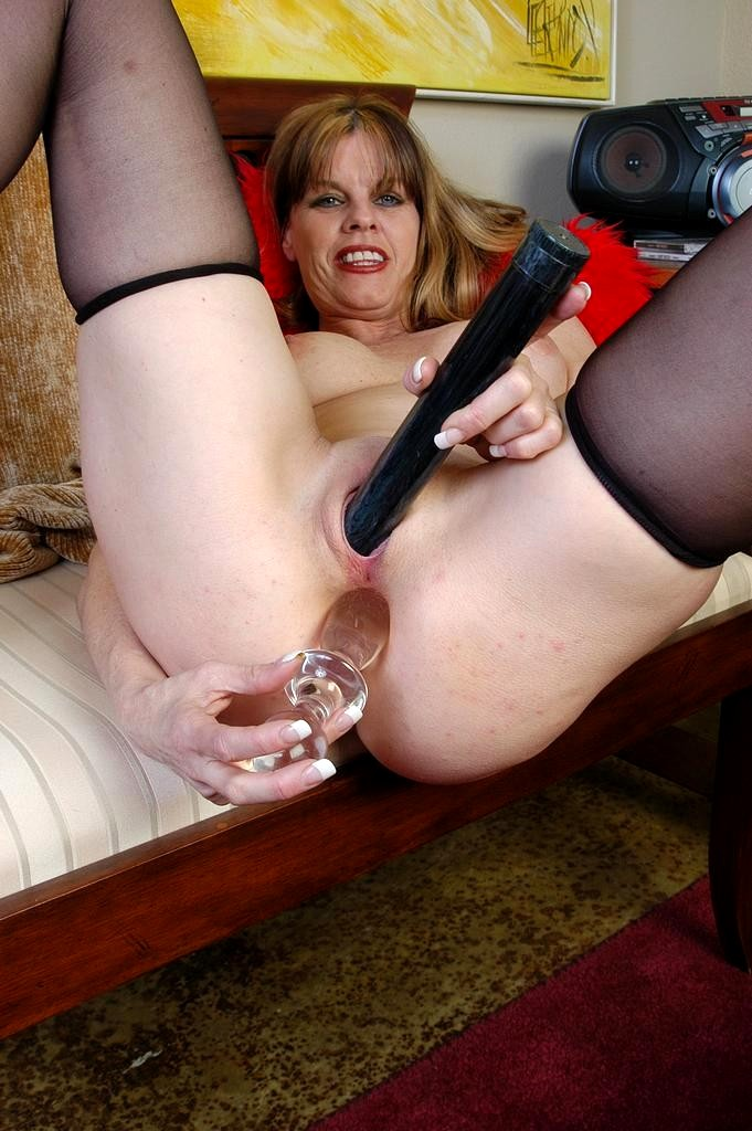 Wife gives up pussy