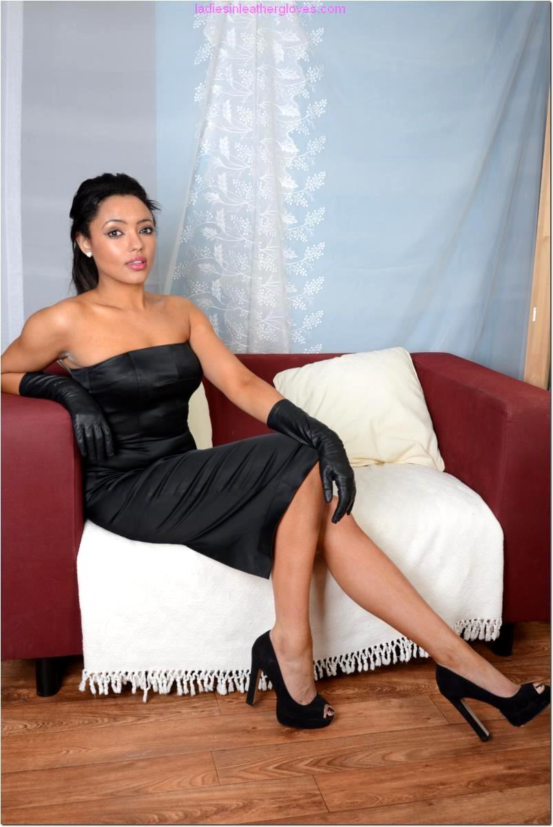 Babe Today Ladies In Leather Gloves Natasha Deep Legs Porn -8586