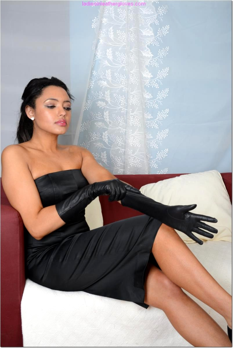 Babe Today Ladies In Leather Gloves Natasha Deep Legs Porn -7542