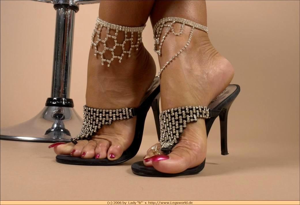 Feet lady barbara Lady B.