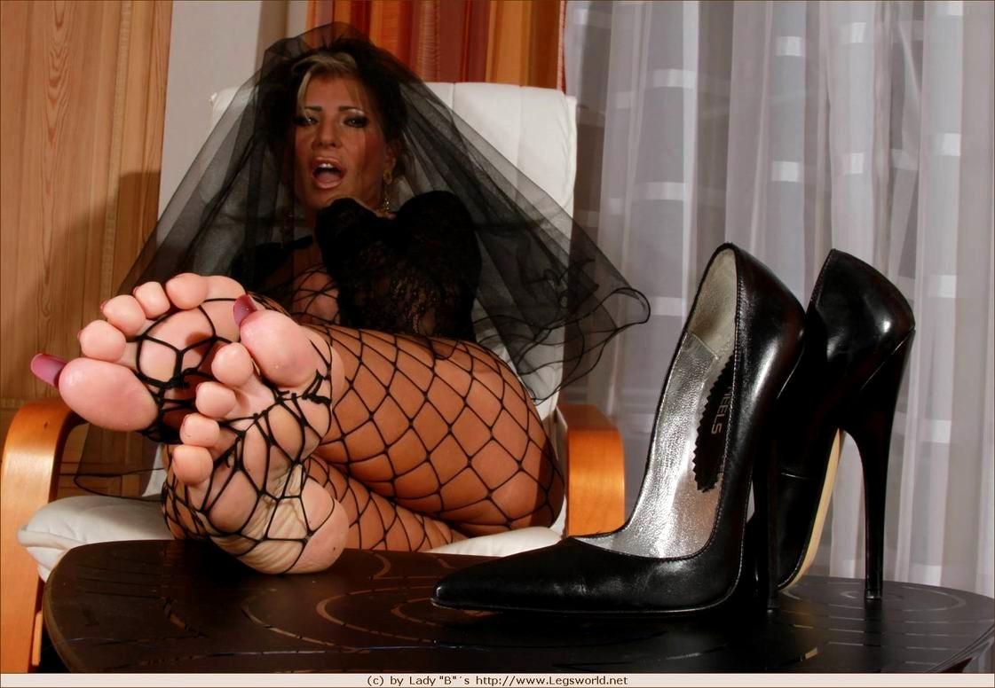 Lady Barbara Foot Slave