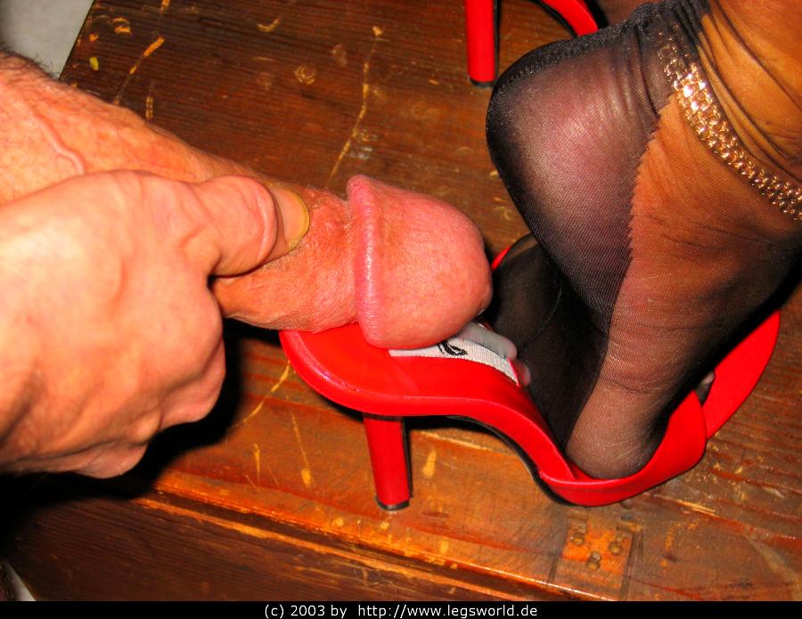 секс в туфлях на члене головки