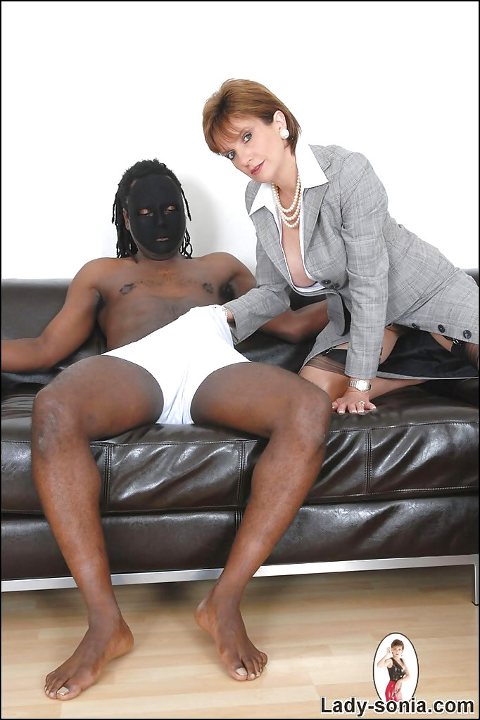lady sonia nuru massage