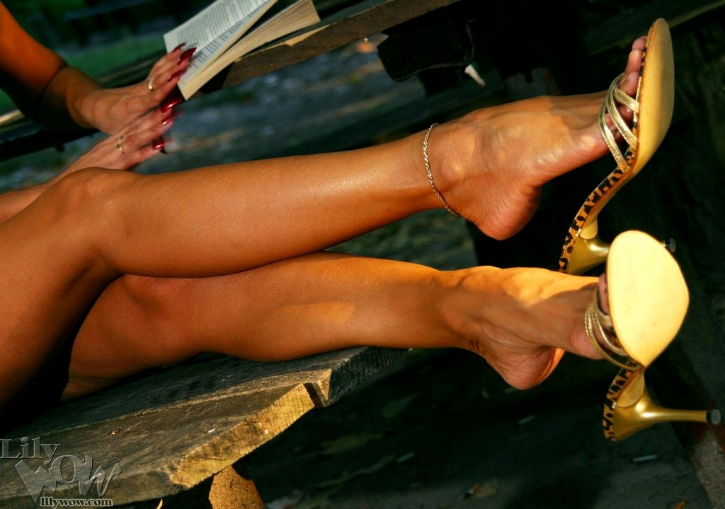 Two girls bare feet to the motor show - 2 part 4