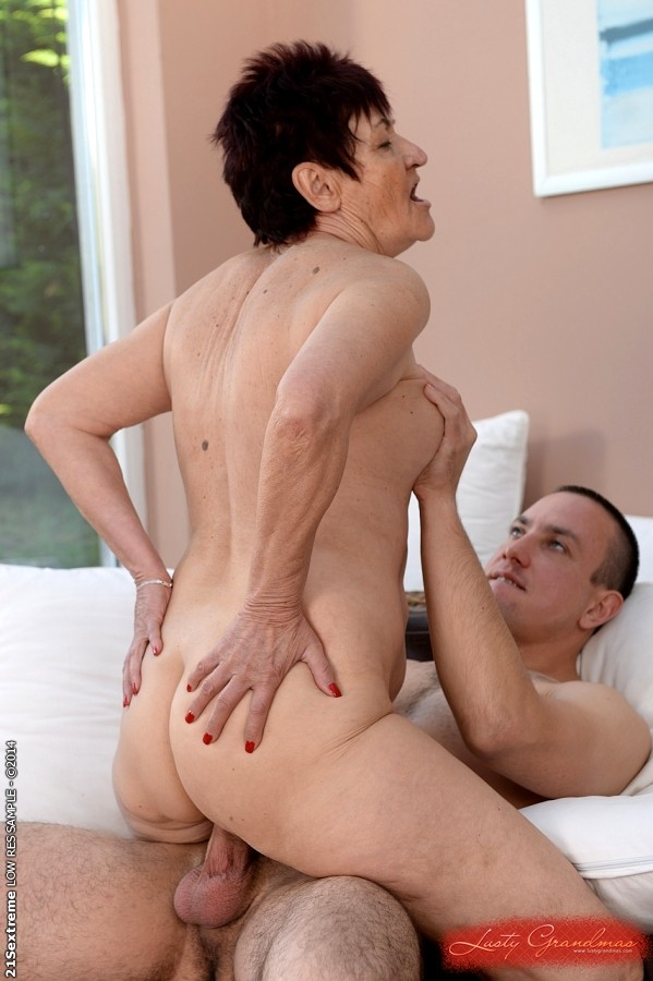 Hairy amateur lesbians loving cunnilingus and rimming - 1 part 7