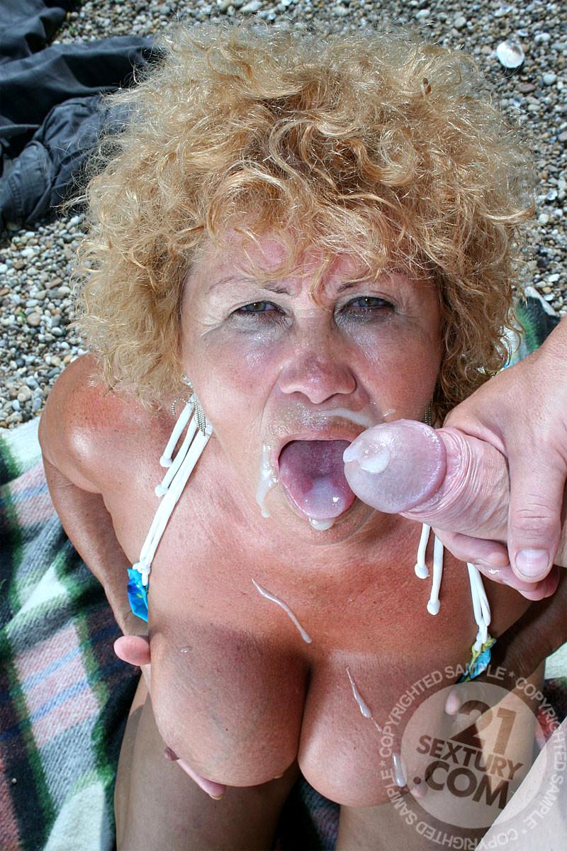 Hot naked college girls ass
