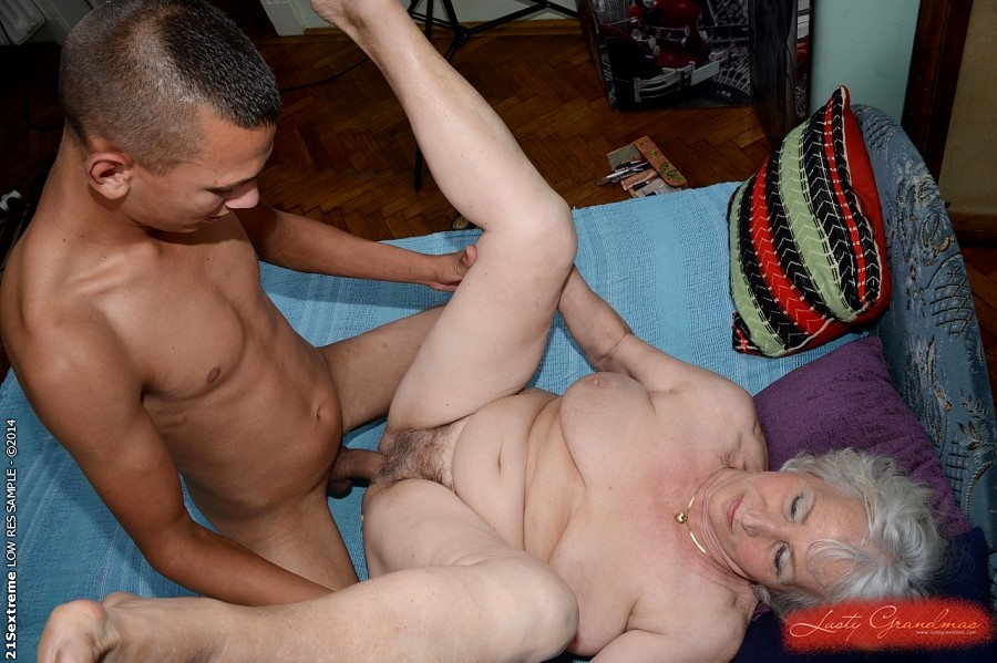 21sextreme sensual granny takes a load on her box 3