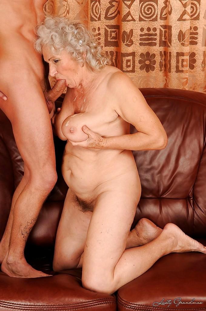 галерея порно фотографий старушек женское уменье раздвигаешь
