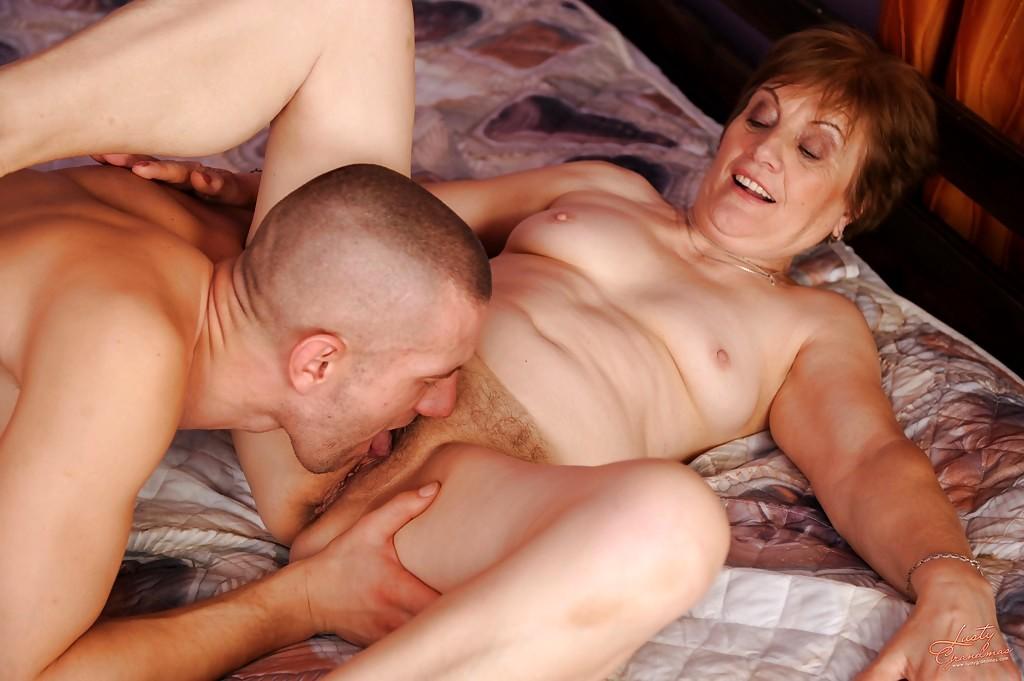 Old nanny old grandma pulling dildo in her pussy in the bat