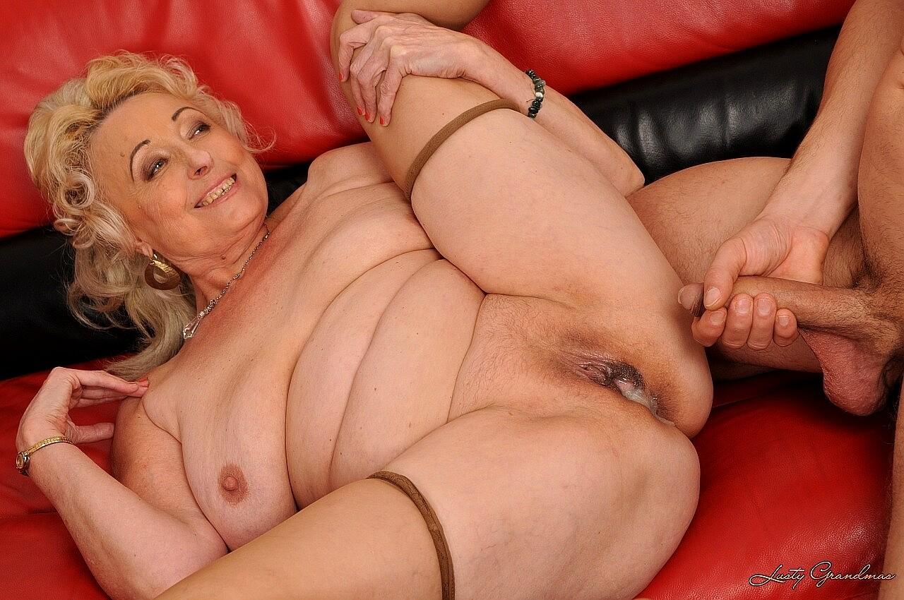 Fat woman takes fat cock