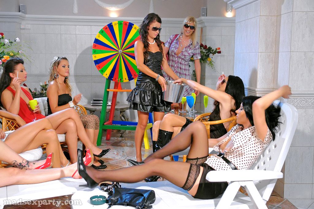 Dream SUCK lesbian mad party sex looks