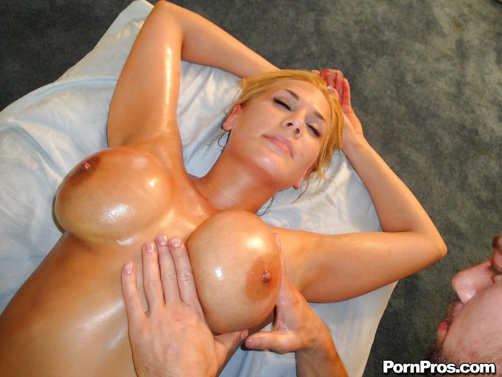Share your big titty lesbian pics especial