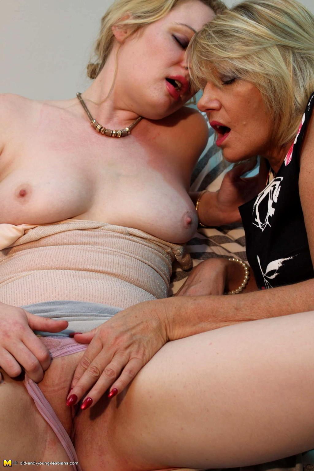Old lady lesbian sex