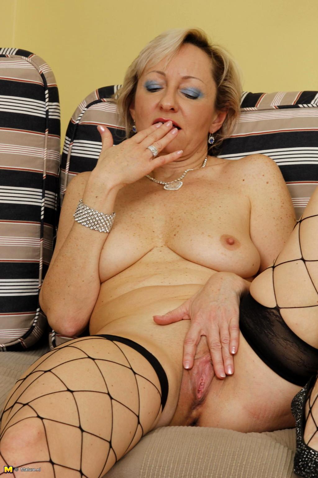 image Blonde beauty nicole aniston pleasures herself