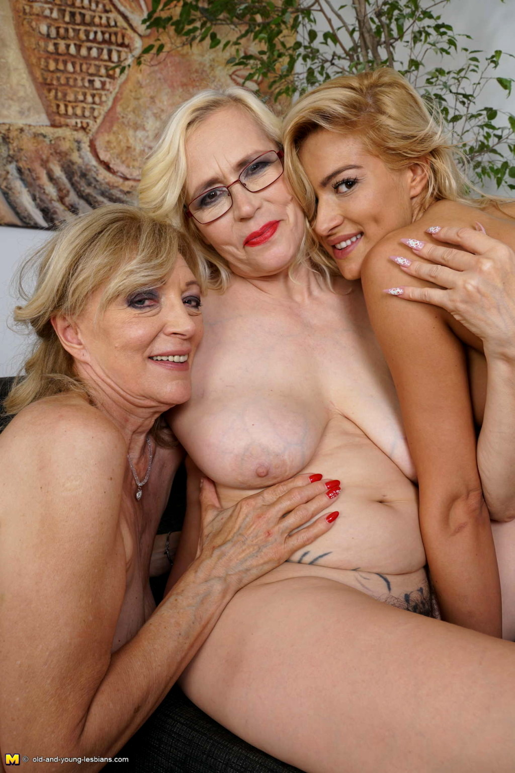 Granny lesbian threesome with