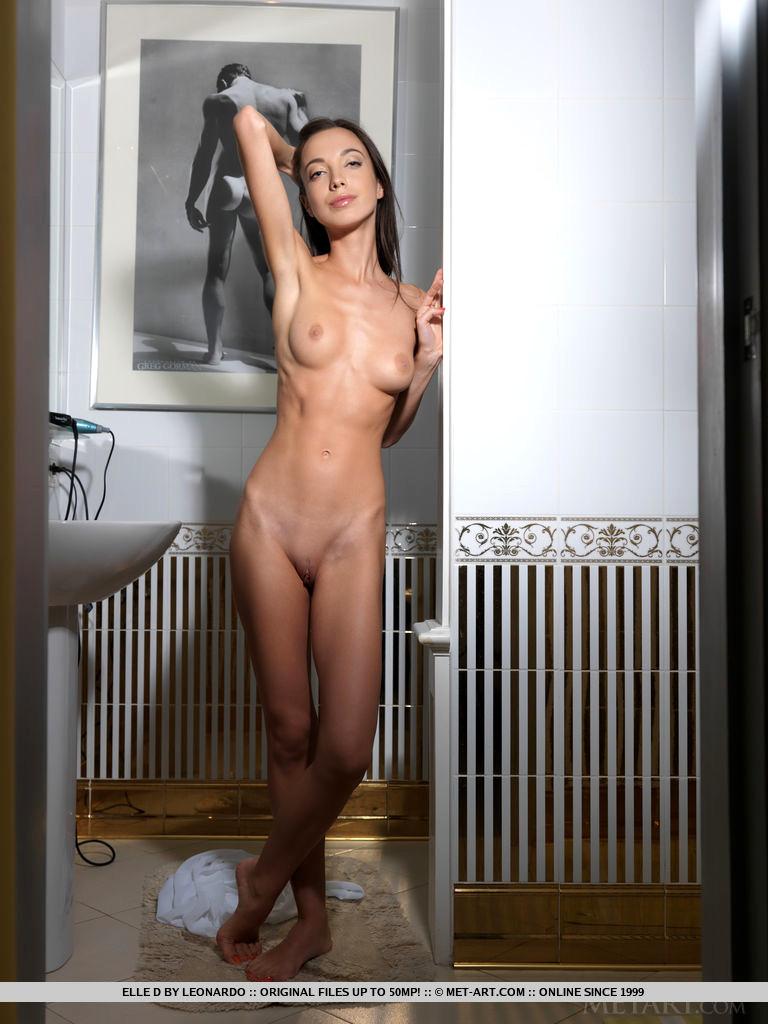 Extreme skinny nude