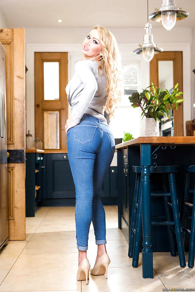 Sexy milf jeans