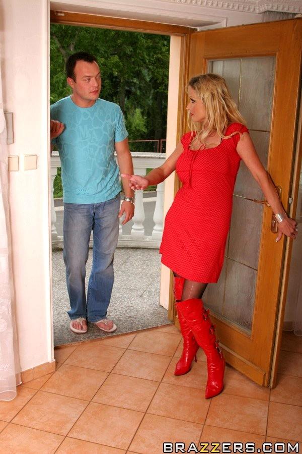 Трахнул соседку в красном платье