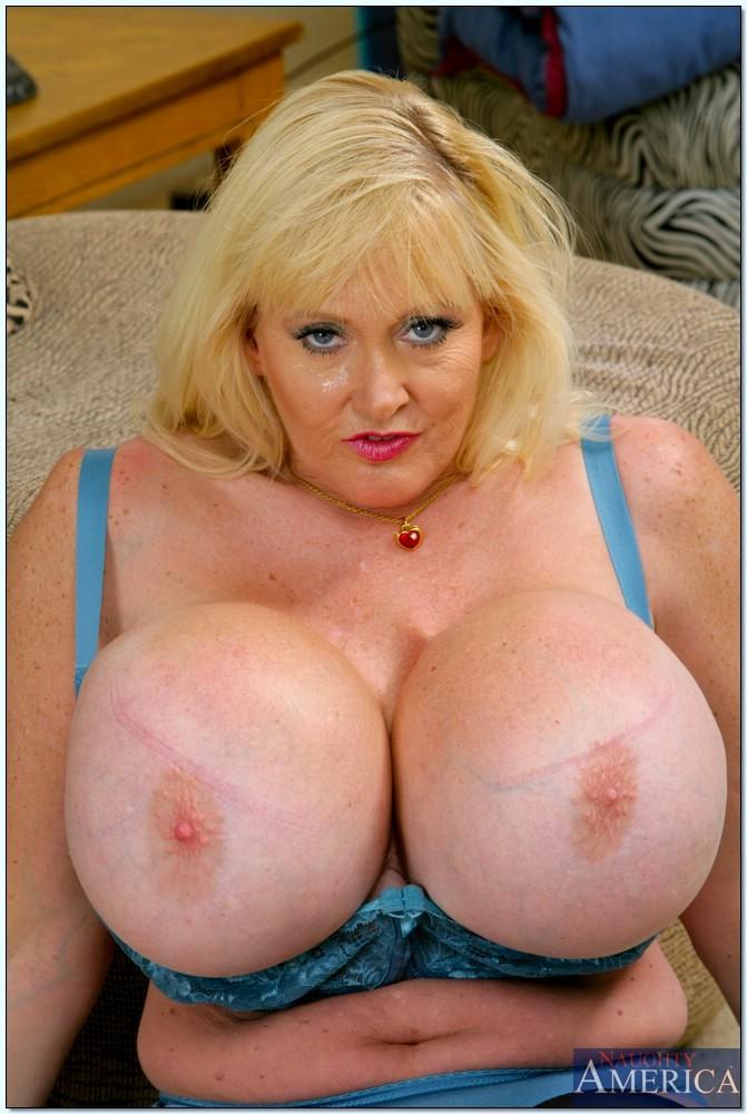Babe Today My Friends Hot Mom Kayla Kleevage Innovative -6867