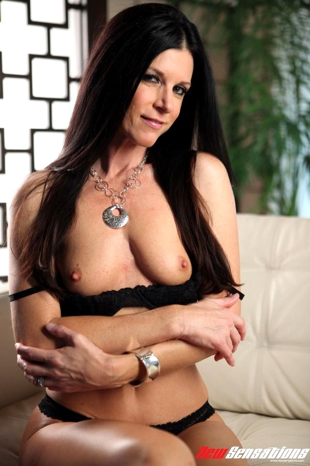 India summer and zoey holloway scissoring milfs - 2 part 6