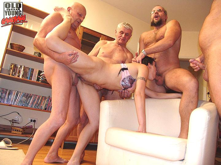 секс фото группа молодые и старые стоит